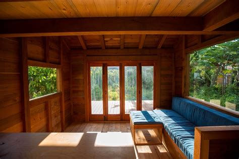 200 Sq Ft Cabin by Artist Builds Gorgeous 200 Sq Ft House Out Of 25 000