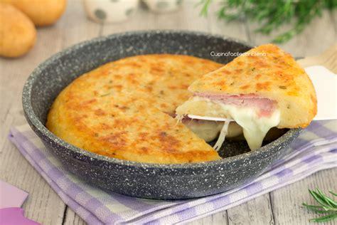 come cucinare patate in padella torta di patate in padella senza uova velocissima