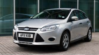 2011 ford focus studio in silver front pose wallpaper