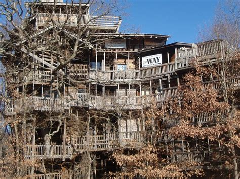 the world s biggest house the world s largest treehouse in crossville tennessee business insider