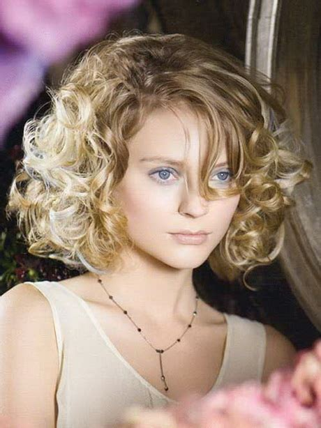 curly hairstyles round chubby faces short curly haircuts for round faces