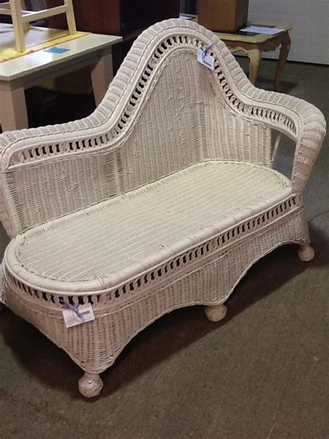 white wicker chaise 81 best images about the love of white wicker on pinterest