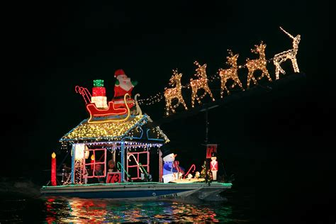 niantic christmas light parade 2017 book a 2017 holiday light cruise or boat parade cruise