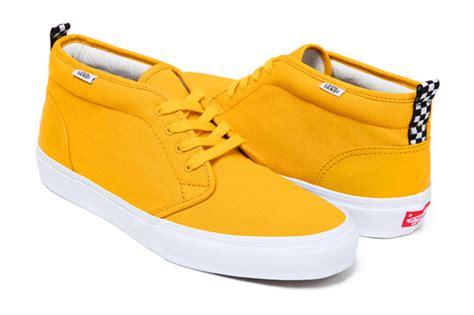 Bantal Hypebeast Offwhite Yellow Line supreme x vans chukka summer 2011 sole collector