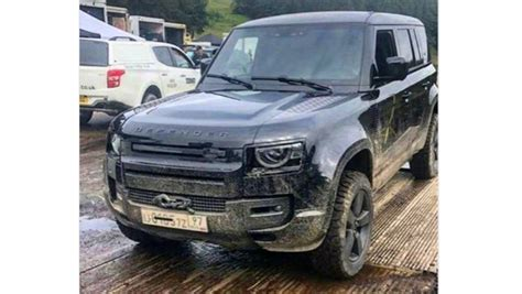 land rover defender iconic  roader finally snapped   camouflage car