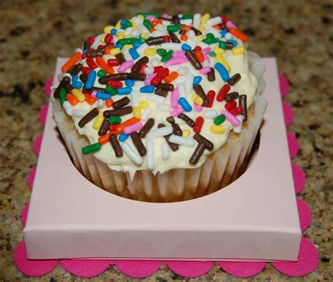 How To Make Cupcake Holders With Paper - cupcake holder by cmaibauer cards and paper crafts at
