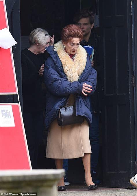 who is leaving eastenders in 2015 eastenders actress june brown films christmas scenes in