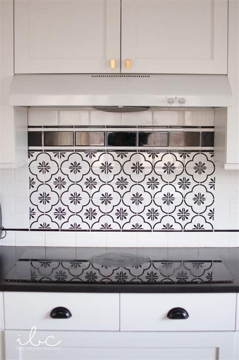 kitchen refresh patterned tile backsplash with vinyl