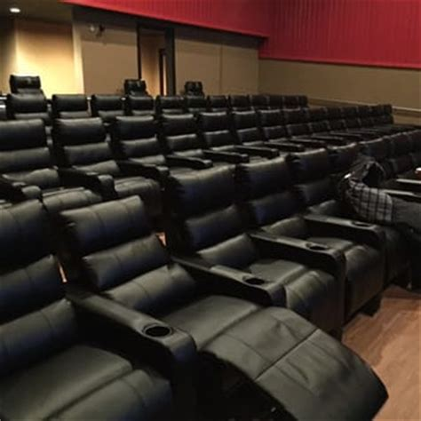 Cinemas With Recliners by Regal Cinemas Hooksett 8 28 Reviews Cinema 100