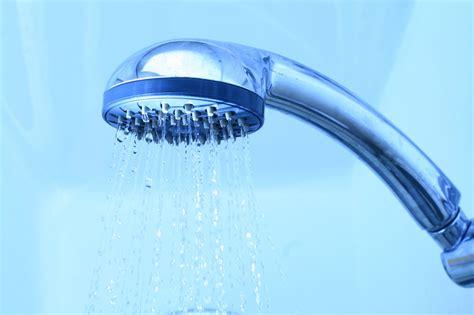 risparmio acqua doccia come calcolare i tempi della doccia e risparmiare acqua