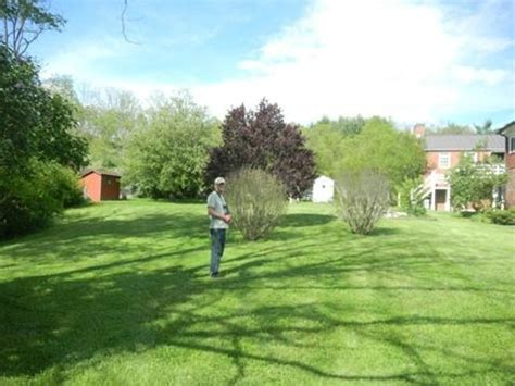 hidden valley bed and breakfast yard around the house photo de hidden valley bed and