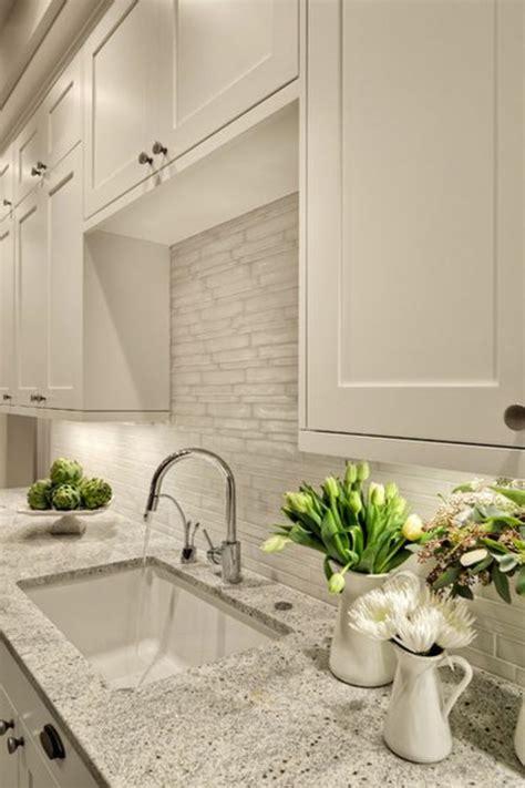 küche backsplash glasfliesen wohnzimmer decken design