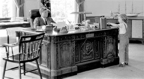 scrivania resolute resolute desk jfkplusfifty