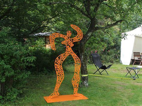 Badezimmer Einrichten Beispiele 2473 moderne gartenskulpturen moderne garten skulpturen