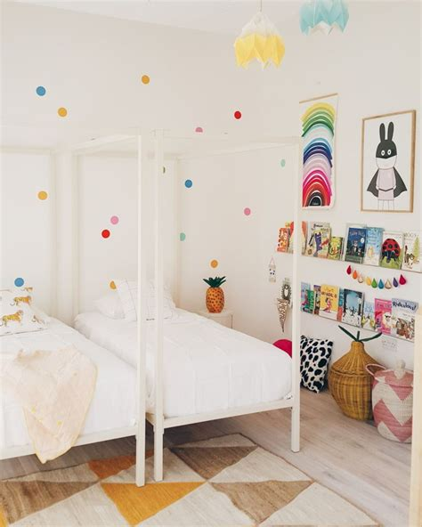 Shared Bedrooms by Best 25 Confetti Wall Ideas On Wall