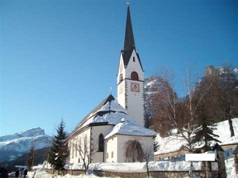 popolare trentino alto adige corvara in badia chiesa della villa