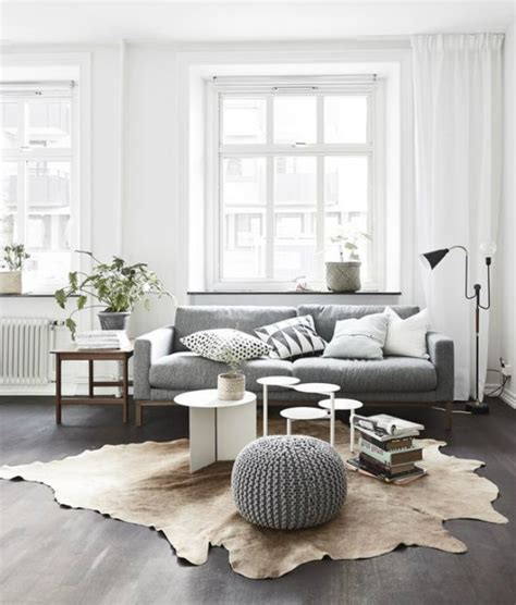 minimalist decor doesn t fit my minimalist life the tiny 10 statement summer living rooms to copy inspirations