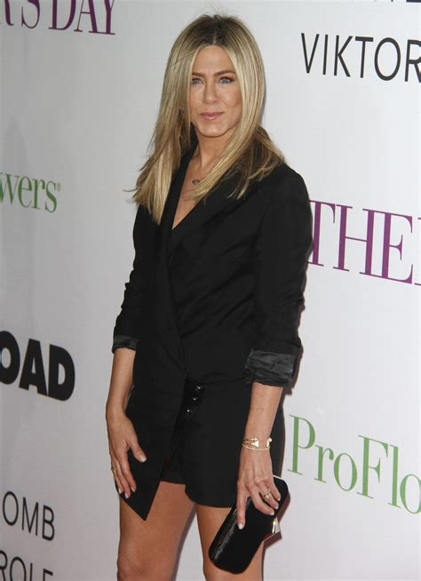s day premieres 2016 aniston at mother s day premiere in los angeles