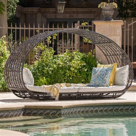 swing bed definition swing bed definition outdoor daybeds daybeds furniture