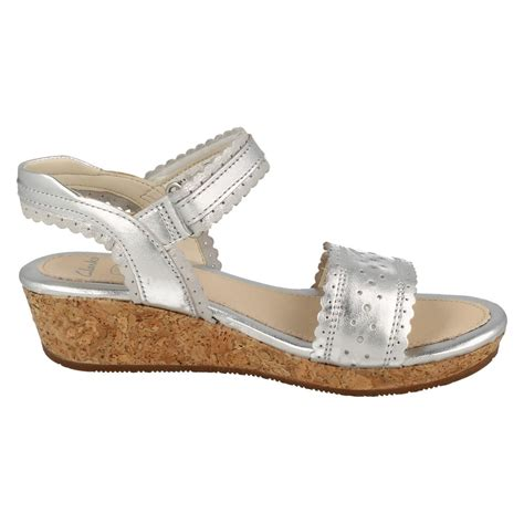 Jr Wedges Shoes 169 59 infant junior clarks wedge heel summer sandals harpy myth ebay