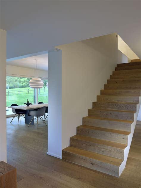 scala ingresso una casa di cagna dall architettura e l arredo moderni