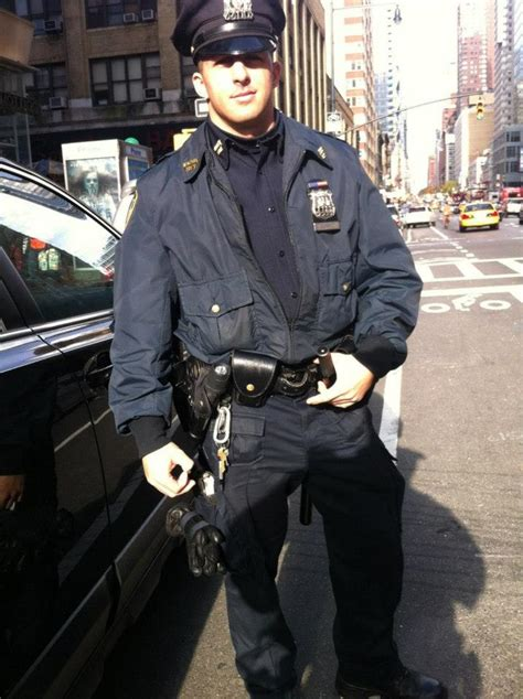 Nypd Officers by Picture Of Ny Officer S Random Act Of Kindness Goes