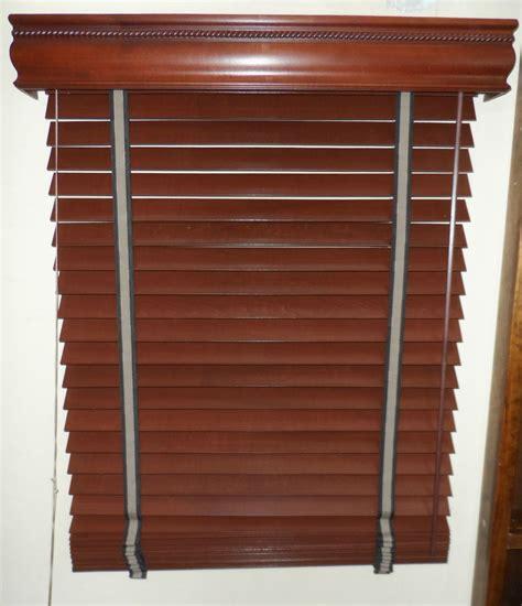 persianas de madera persiana de madera de 2 1 2 tipo shutter con cornisa y