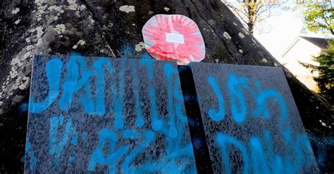 spray painter vacancies glasgow outrage as mindless vandals spray paint war memorial