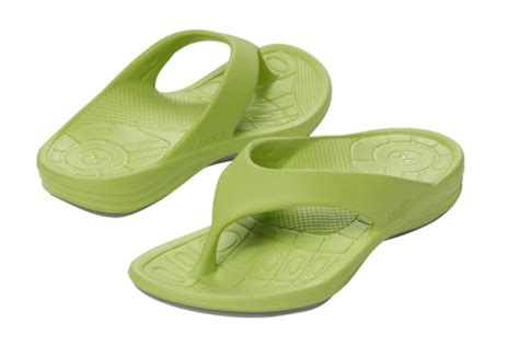 most comfortable flip flops for walking the 9 most comfortable flip flops for walking for summer