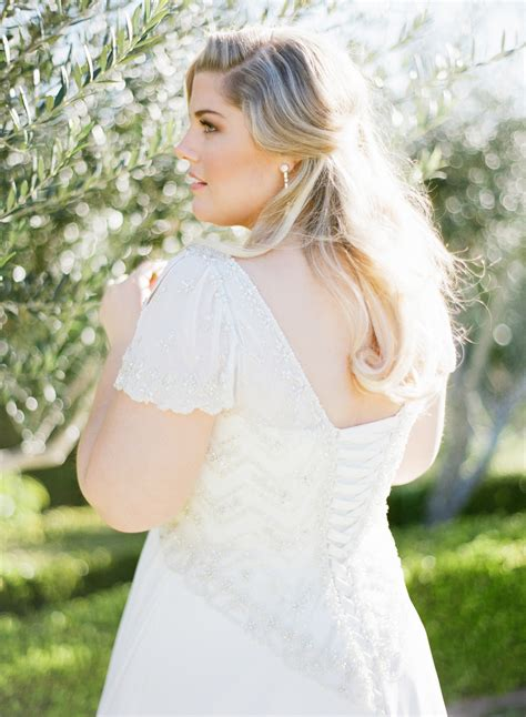 Wedding Hair For Plus Size Brides by Wedding Tip Thursday Top Plus Size Bridal Trends For