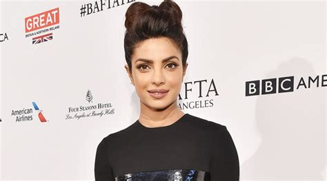 bintang film quantico makin terkenal priyanka chopra dapat undangan dinner dari