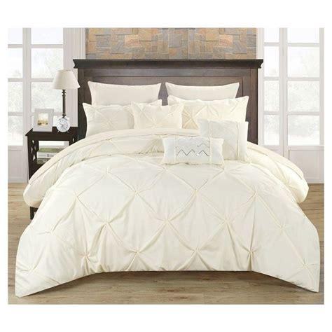 ruffle queen comforter best 25 ruffled comforter ideas on pinterest ruffle