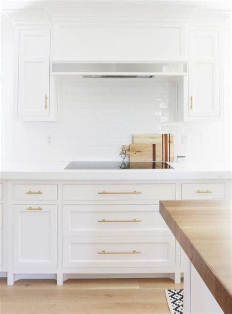 Hardware For White Kitchen Cabinets by 8 Best Hardware Styles For Shaker Cabinets