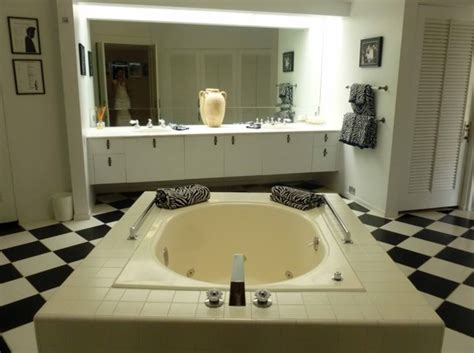 elvis presley bathroom elvis honeymoon house with bathroom for inspiring wedding