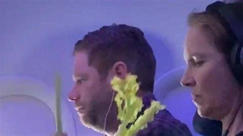 viral  medsos  penumpang makan sayuran mentah