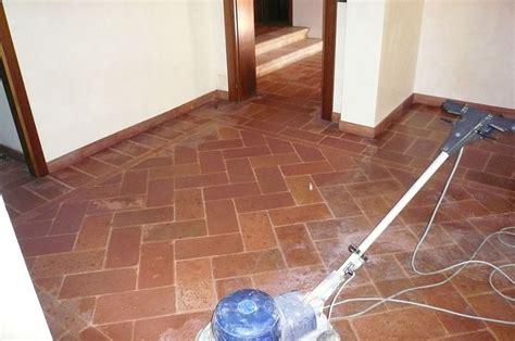 macchine pulizia pavimenti manutenzione e restauro pavimento in cotto a treviso