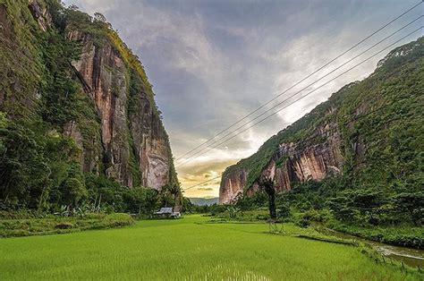 wallpaper hd keren pemandangan lembah harau pemandang keren dengan background tebing