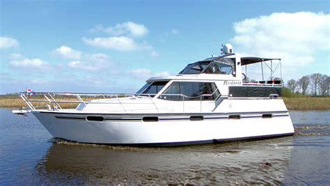 jacht boot huur de 6 persoons boot reina zonder vaarbewijs yachts4u