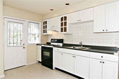 ideas for kitchens with white cabinets kitchen backsplash ideas white cabinets black countertops