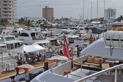hours of fort lauderdale boat show fort lauderdale international boat show opens to