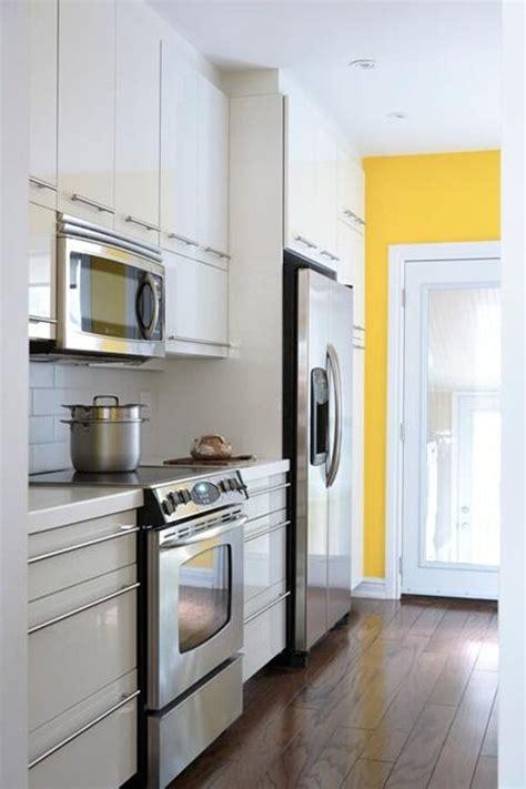 cocinas modernas blancas  alargadas decoradoras decocasa