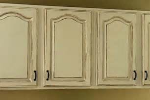 How To Antique Kitchen Cabinets by Antique White Kitchen Cabinets For Shabby Chic Style