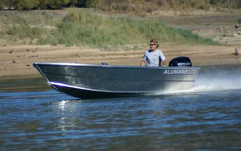 alumaweld tiller boats alumaweld premium welded aluminum fishing boats for sale