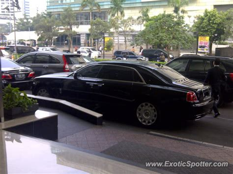 roll royce indonesia rolls royce ghost spotted in jakarta indonesia on 06 10 2012