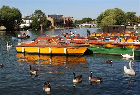 thames river boats to windsor motor boats river thames windsor beautiful england photos