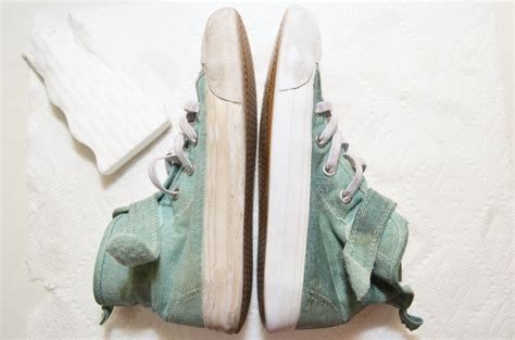 how to clean sneaker soles best cleaning hacks for home eclectic momsense