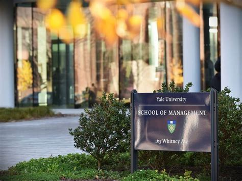 Yale Mba Scholarship by Yale To Offer Mba Scholarships For Ambitious