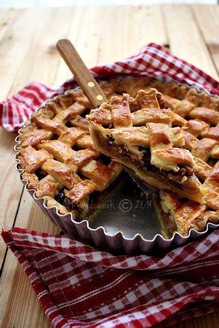 Lemari Plastik Gede cooking with lattice apple pie