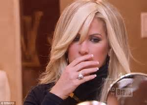 what kind of wig does kim zolciak wear kim zolciak shocks as she reveals her natural hair for the