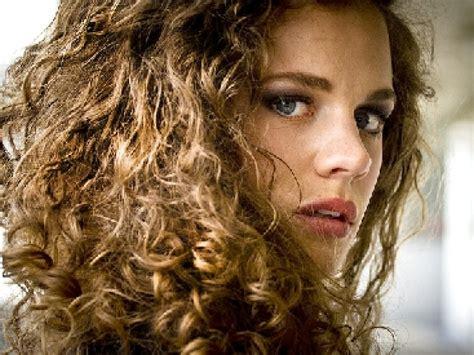 best styles for unruly ethnic hair cheveux boucl 233 s comment en prendre soin